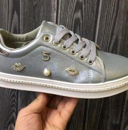 ΝΕΑ χαμηλά παπούτσια ασήμι, στρας