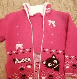 Sweater warm for a girl from 2.5 to 3.5 years