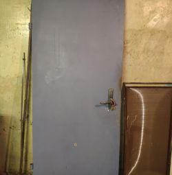 Reliable door