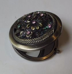 Mirror with a volume pattern; new