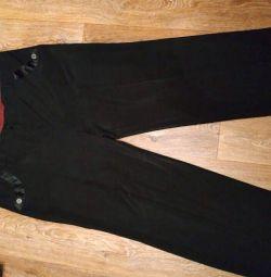 Pantaloni de mătase pe o femeie de lux