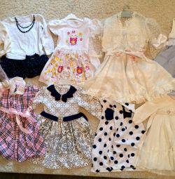 Multe rochii pentru diferite vârste
