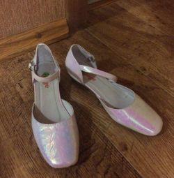 Pantofi mărimea 35