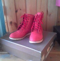 Demi boots. BOO.