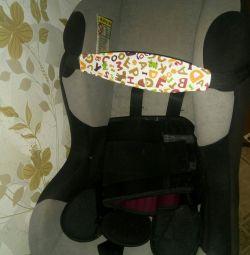 Child head retainer in car seat