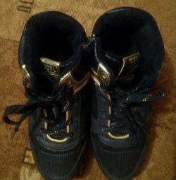 Τα πάνινα παπούτσια ζεστάνε το μέγεθος 35