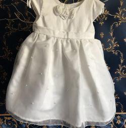 Elegantă rochie albă nouă pentru fată