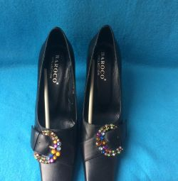Italian Barocco new black shoes, size 35