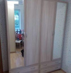 Dulap cu 4 uși, cu oglinzi
