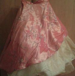 Rochie frumoasă pentru fată