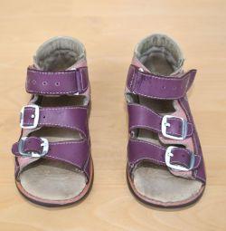 Kız için ortopedik sandalet, 23 beden