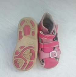 Vom oferi sandale de 24 de dimensiuni