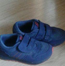 Pantofi pentru strălucirea băieților