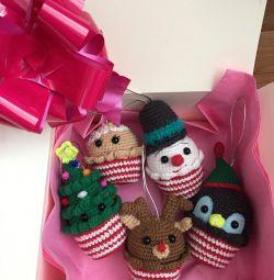 Un set de jucării pentru pomul de Crăciun