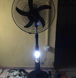 18-дюймовий акумуляторний віковий вентилятор зі світлодіодним підсвічуванням