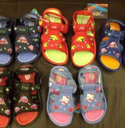 Sandale pentru băieți și fete