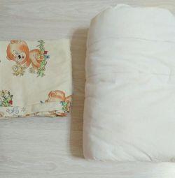 Beşik içinde bebek battaniyesi