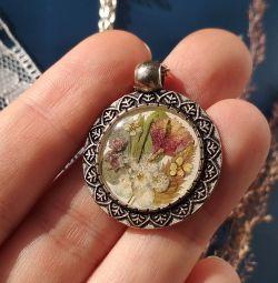 Handmade real flower and resin pendant