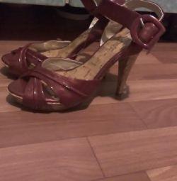 Burgundy sandals p 38