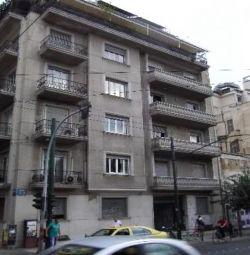 Un apartament la etajul 3 (3 camere, 1 baie), cu