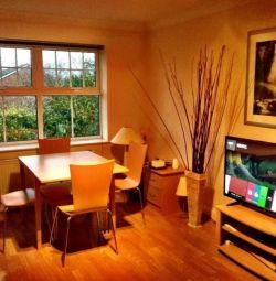 [Short Term] Modern Furnished 2 Bedroom 2 bathroom Flat in Woking Town inc Bills + 22 min to London