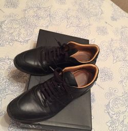 Sneakers husband. BURBERRY. size 39
