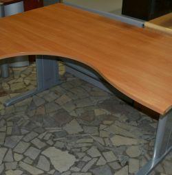 Corner writing tables