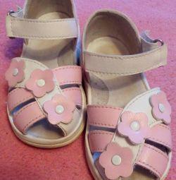 15 sandale de mărime
