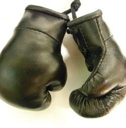 Mănuși de box de suvenir din piele naturală.