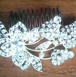 Düğün saç modeli için saç tokası.