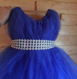 Închiriați o rochie superbă