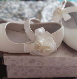 Туфли на девочку новые р. 23