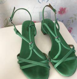 Sandale de piele respectă compania