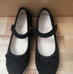 Παπούτσια μεγέθους 36