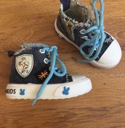 Pantofi ușori pentru un mod mic (dimensiunea 20)