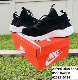 Високоякісні кросівки