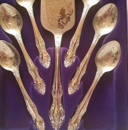 A set of teaspoons.