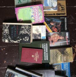 Multe cărți de diferite subiecte