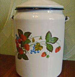 The can enameled, capacity is three liters. THE USSR.