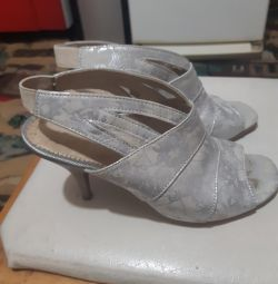 I sell sandals of the small size