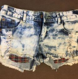 Pantaloni scurți noi p 42-44