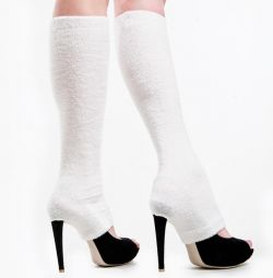 Snow-white leggings with a slit