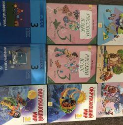 Ένα σύνολο σχολικών βιβλίων 3 τάξεων, κάθε 150 ρούβλια