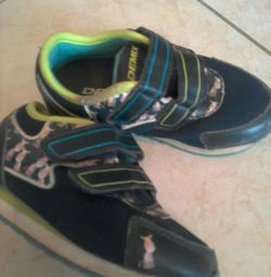 SHOES DEMIX 26 TIMES. IN EXCELLENT CONDITION