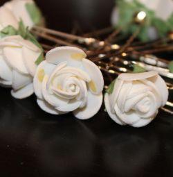 Шпильки для волос с белыми цветами