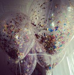 Helyum ve konfeti, serpantin balonlarla