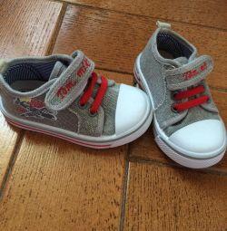 Bocanci sandale pantofi noi 20
