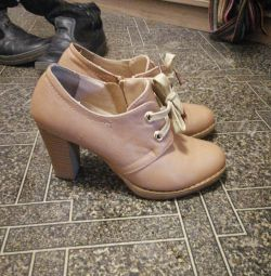 Boots size 35