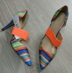 Туфли новые!Очень яркие и модные.40 р-р.