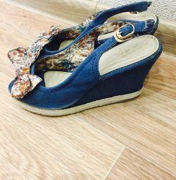 Vanzarea de sandale